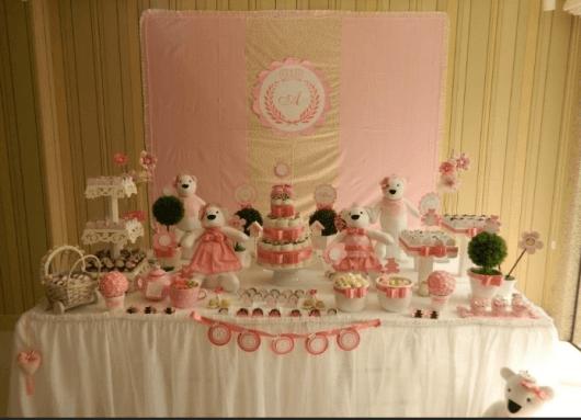 Ursinhos, bolo de fraldas e doces