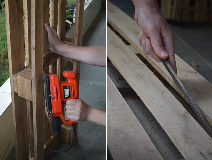 Lixando a madeira e retirando imperfeições.