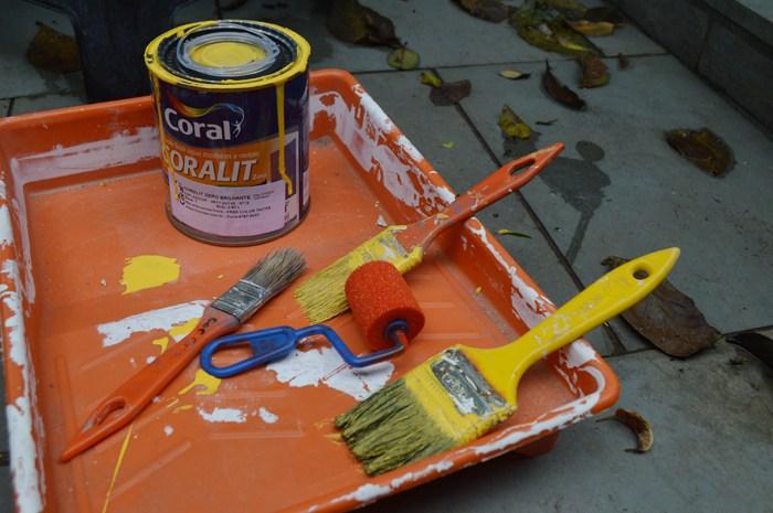 Materiais para pintar sua mesa de centro com palete