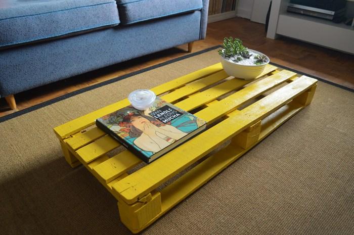 Como fazer mesa de centro com paletes ou pallets - Mesa centro palet ...