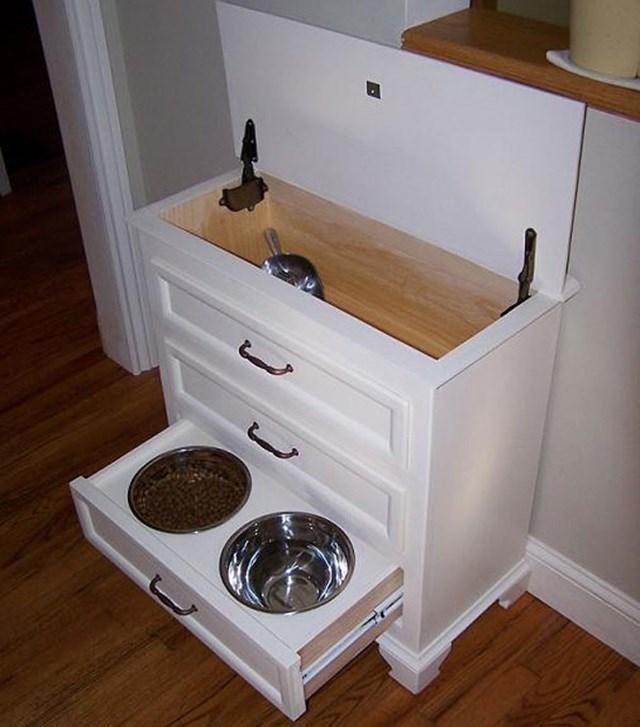 Da pra guardar os brinquedos, coleira e outras coisas do seu cachorro.
