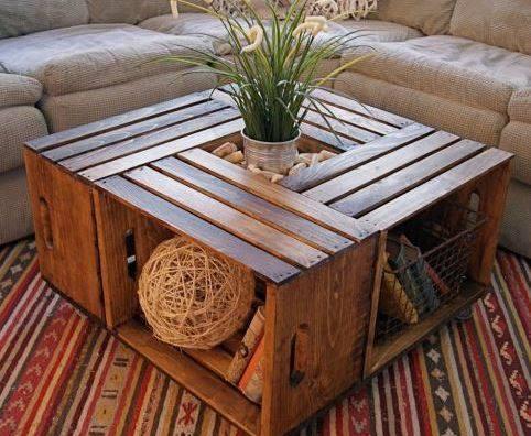 Mesa com espaço para planta e decorações