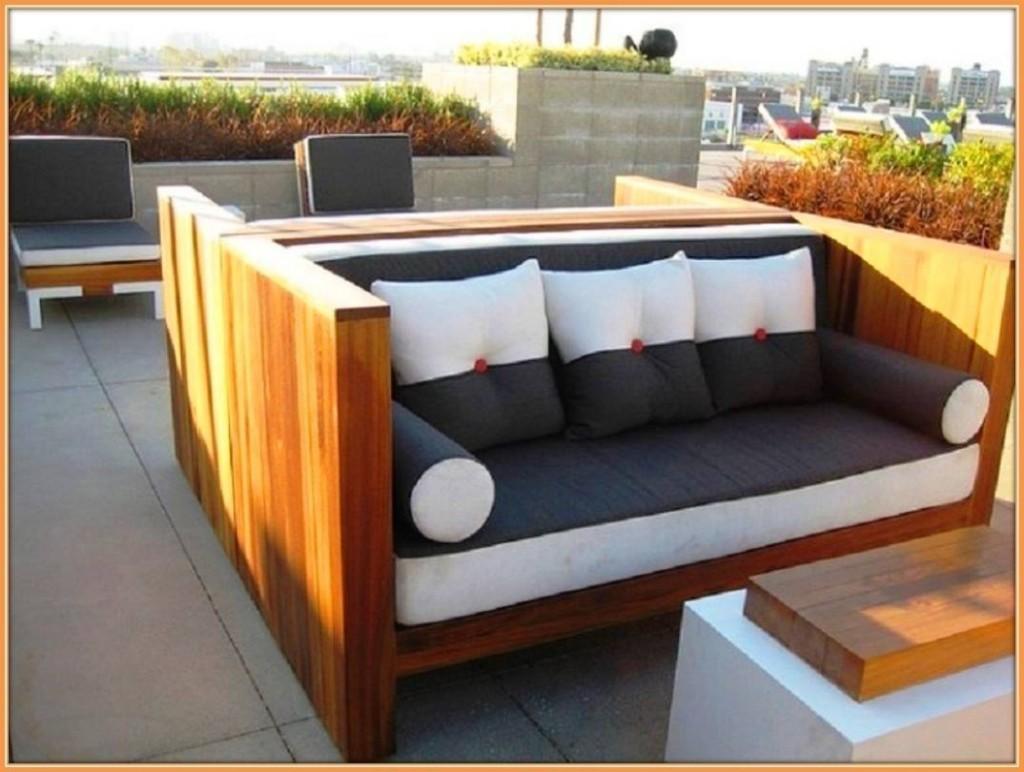 Esse poderia ate mesmo ser um sofá cama feito de paletes