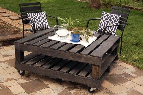 Mesa para área externa com estilo bem rústico