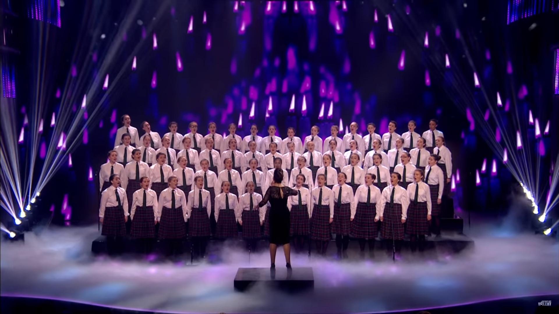 Coral cantando Ave Maria.
