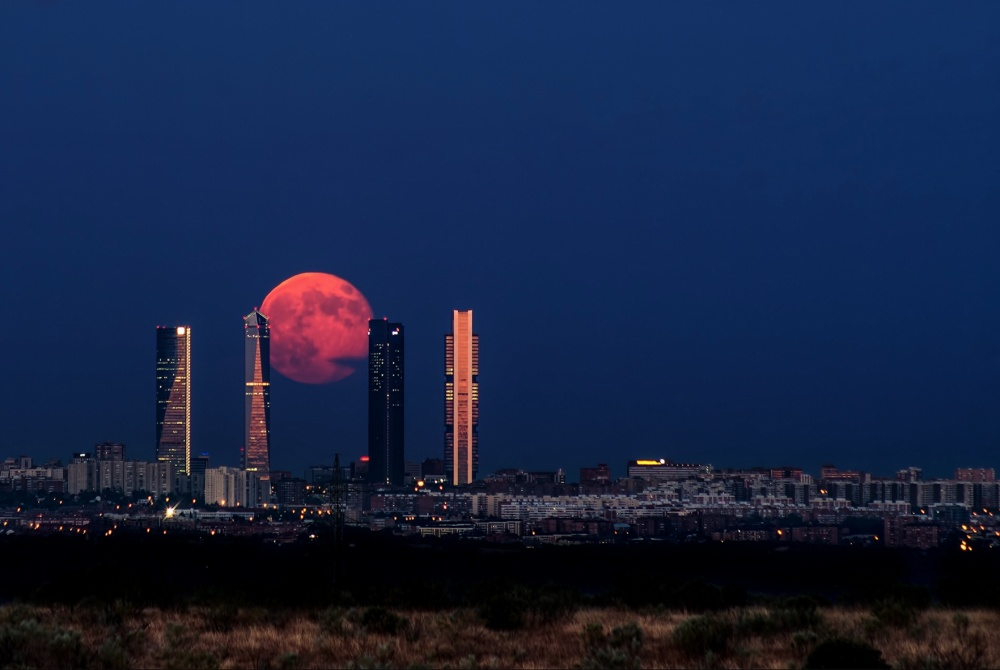 Lua em Madrid.