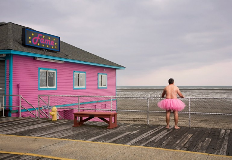 Homem com tutu rosa - 01
