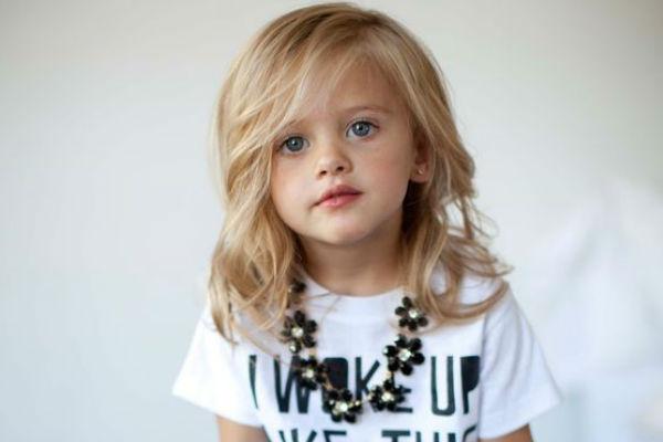 Corte de cabelo para meninas - Clássico cabelo nos ombros