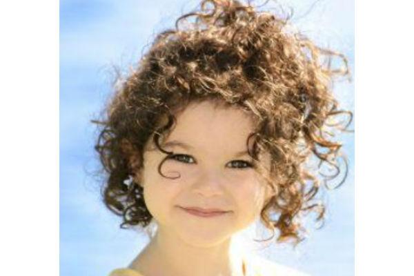 Corte de cabelo para meninas - Cacheado natural